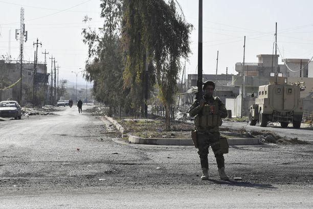 Irakin armeijan sotilas Itä-Mosulissa.