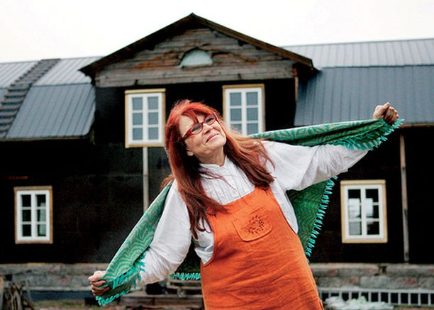 Pohjanmaan lakeuksiin ja suuriin hirsitaloihin ihastunut Riitta halusi tuoda saman idyllin Etelä-Suomeen.