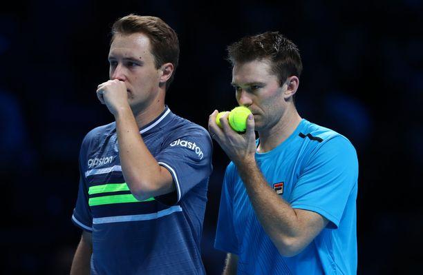 Henri Kontinen ja John Peers jatkavat puolivälieriin Australian avoimessa tennisturnauksessa.