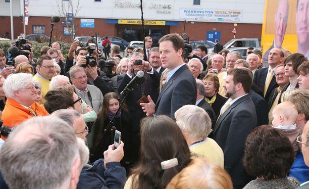 Nick Clegg ja liberaalit ovat panneet brittien perinteiset johtopuolueet ahtaalle.