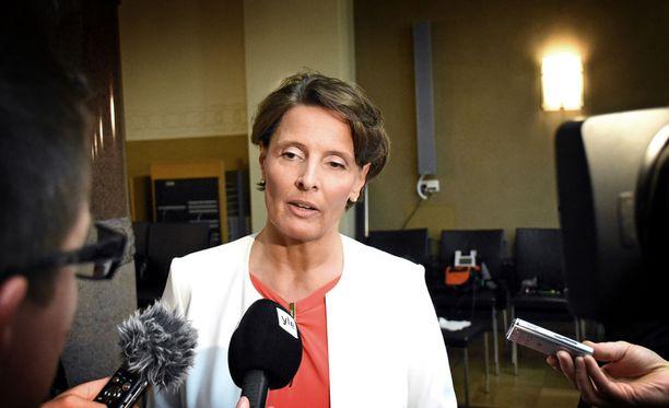 Eduskunnan tarkastusvaliokunta ei ole näillä näkymin kirjaamassa suoria moitteita liikenne- ja viestintäministeri Anne Bernerille (kesk.) tai hänen ministeriölleen Finavian johdannaistappioiden jälkipyykistä.