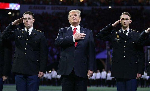 Huoli presidentin terveydestä heräsi myös alkuviikosta, kun Trump näytti unohtavan kansallislaulun sanat.