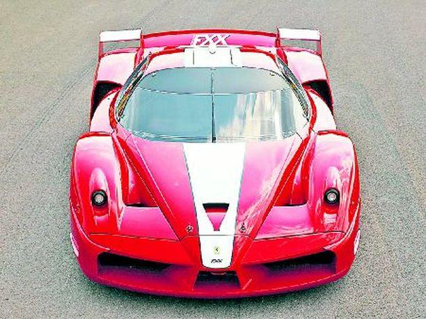 VAIN RADOILLE Urheiluauto vain radoilla ajettavaksi. Ferrari FXX ja 800 hevosvoimaa ja Team Ferrarin jäsenyys.