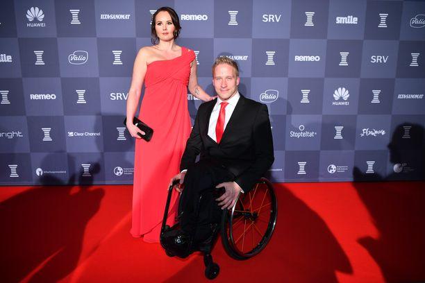 Leo-Pekka Tähti ja Katja Reelo saapuivat yhdessä Urheilugaalaan.