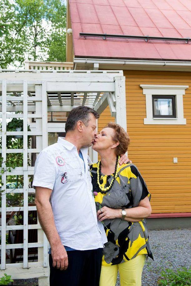 Kaijan kihlatun talo Nokian keskustassa on myynnissä. Esko Kovero esitteli aikoinaan kaksi leskeä Kaijan ja Matin toisilleen. Pari kihlautui 1.1.2014. Kaija sai tietää rintasyövästään toukokuussa 2015.