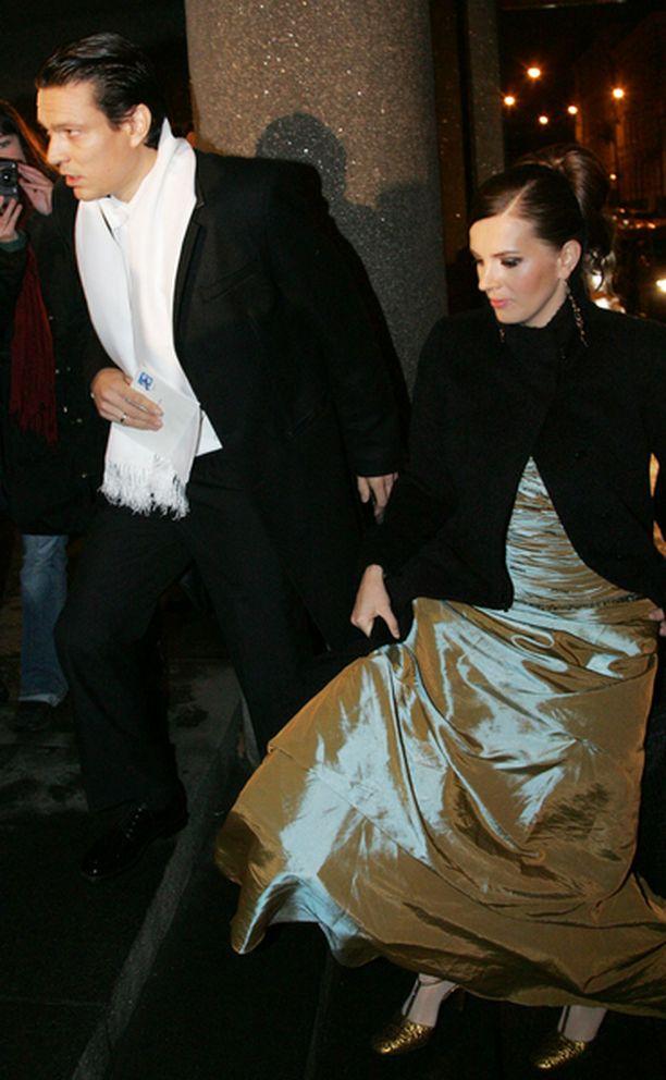 Jari Litmanen saapui juhliin kumppanina Lyn kanssa.