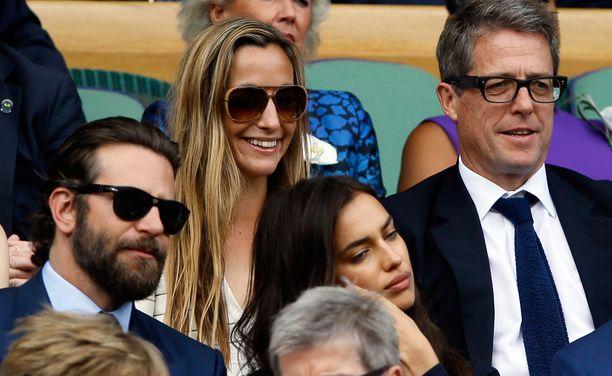 Anna Eberstein ja Hugh Grant ovat tuttu näky Wimbledonin tenniskatsomossa. Kaksikko on kertonut olevansa vain ystäviä yhteisistä asunnoista ja lapsista huolimatta.