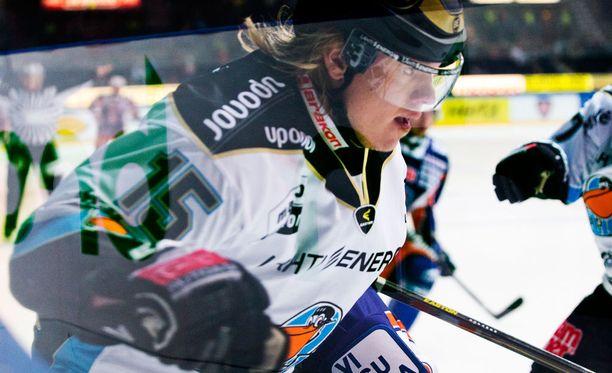 Vili Sopanen sai Juha Kiilholmalta rajun niitin, mutta on tänään pelikunnossa.