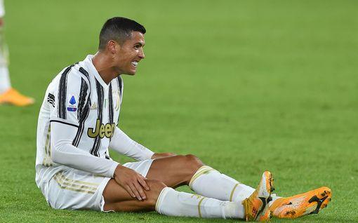 """Karanteeni käy Cristiano Ronaldon hermoille – latoi suorat sanat koronatestistä: """"Paskaa"""""""