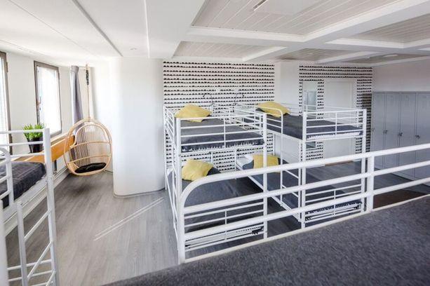 Onko tässä budjettimatkaajan dormimajoitus vai lapsiperheen design-koti? Selkeää, yksinkertaista ja käytännöllistä. Helppo pitää puhtaana ja silti hivelee silmääkin.