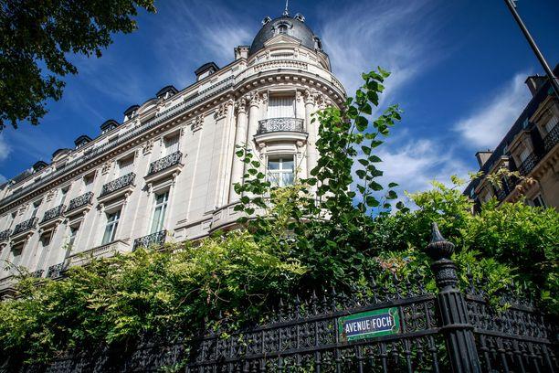 Epsteinin Pariisin-asunto sijaitsi kuuluisalla Fochin puistokadulla 16. kaupunginosassa.