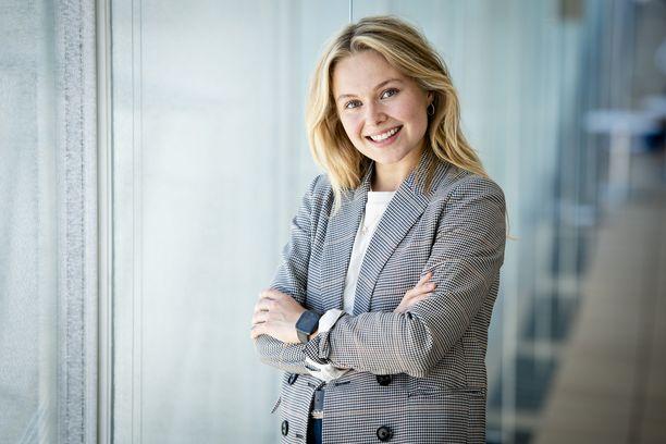 – Kun olin saanut sen sijoittamisvalaistumisen, halusin vain kirjoittaa siitä. Ensin blogia lukivat vain kaverit, mutta vähitellen aloin saada sähköposteja, että voisinko auttaa arvo-osuustilin avaamisessa, Pia-Maria Nickström kertoo.