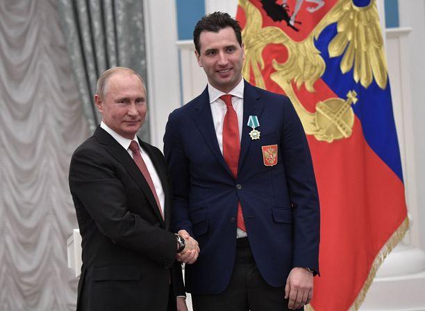 Roman Rotenberg (oik.) on hyvää pataa Venäjän presidentin Vladimir Putinin kanssa.