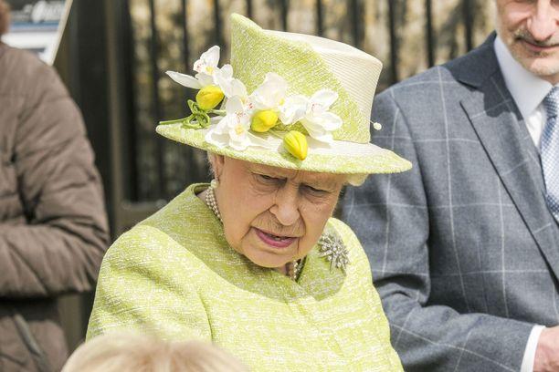 Kuningatar Elisabet ajelee tästä lähtien vain yksityisillä teillä. Ajokorttia hänellä ei ole koskaan ollutkaan.