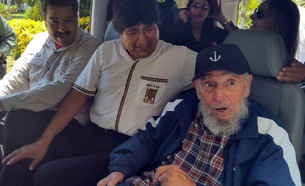 Fidel Castro (oik.) loppuvuodesta 2015. Presidentti selviytyi elämänsä aikana monesta eri murhasuunnitelmasta.