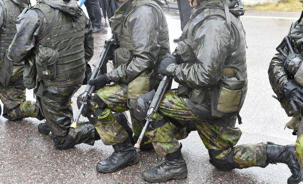Uutissuomalaisen teettämän USU-gallupin mukaan joka neljäs mies haluaisi naisille asevelvollisuuden.