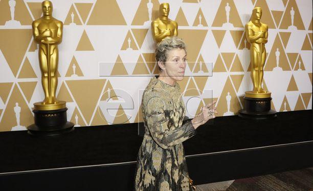 Frances McDormand koki säikähdyksen Oscar -gaalan jatkojuhlilla.