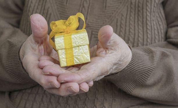 Lämmin suhde isovanhempiin on korvaamaton lahja lapselle.