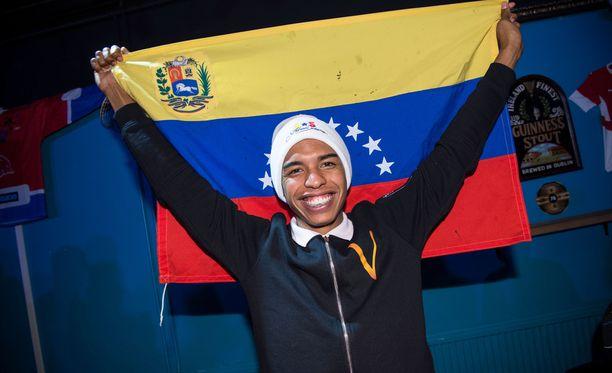 Venezuelan hiihtäjä Adrian Solano saatiin kuin saatiinkin vaikeuksien kautta MM-Lahteen.