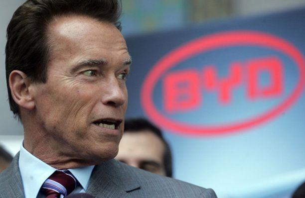 Myös Kalifornian kuvernööri Arnold Schwarzenegger kannattaa muovikassikieltoa.