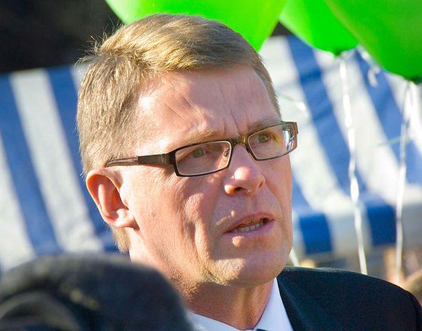 Alle puolet suomalaisista on tyytyväisiä Matti Vanhaseen. Pääministeri tapasi kannattajiaan Lahdessa lauantaina.