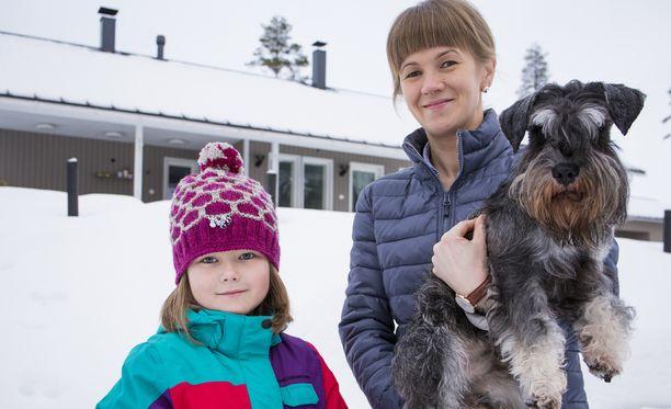 Äiti Petra Nurmi-Ristolan suurin toive on saada Anetten lääke korvattavaksi myös lapsen sairastaman harvinaisen HIDS-oireyhtymän hoidossa. Nyt lääke korvataan reumapotilaille.