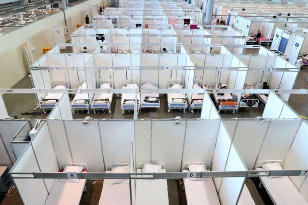 Pietarissa nostettiin koronahoitopaikkojen kapasiteettia EM-kisojen alla.