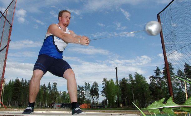 Aleksi Jaakkola heitti nuorten MM-pronssille.