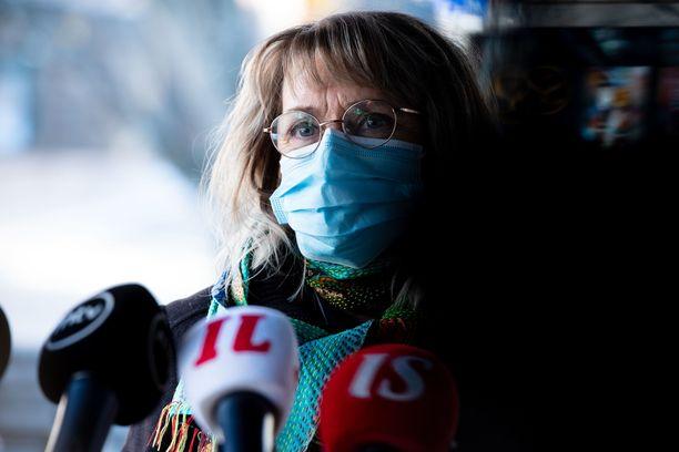 Kansanedustaja Päivi Räsäsen (kd) esiintyminen Masked Singer -ohjelmassa herätti keskustelua puolesta ja vastaan.