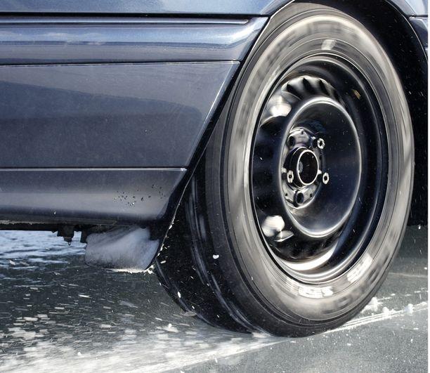 Kohtuuhinnallakin voi saada hyvän renkaan, mutta aivan halvimmat renkaat voivat olla pettymys.