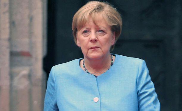 Meksikossa vierailleen Merkelin mukaan keskustelut on alettava pian.