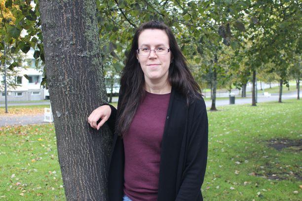Sari Mäyränpää kehottaa kuuntelemaan kehon oireita ja hakeutumaan tarvittaessa hoitoon.