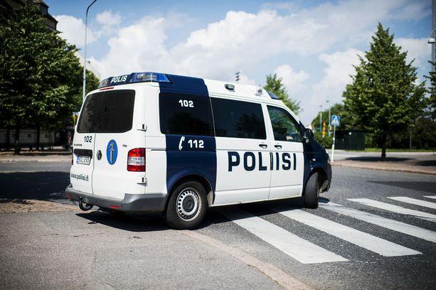 Poliisi tutkii asiaa liikenneturvallisuuden vaarantamisena ja liikennepakona. Kuvituskuva.