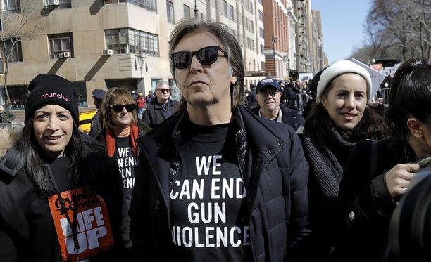 Sir Paul McCartney uskoo nähneensä Jumalan ollessaan DTM-huumeen vaikutuksen alaisena. Kuva maaliskuulta, jolloin laulajalegenda osallistui aseidenvastaiseen tapahtumaan New Yorkissa.