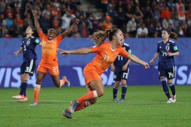 Lieke Martens viimeisteli Hollannin voittomaalin 90. minuutilla.