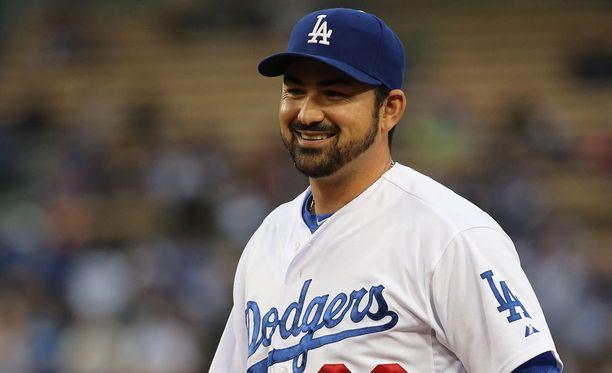 Adrian Gonzalez jäi nuolemaan näppejään.