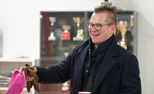 Konkari Petteri Nummelin nautti kiekkoelämästä Aasiassa.