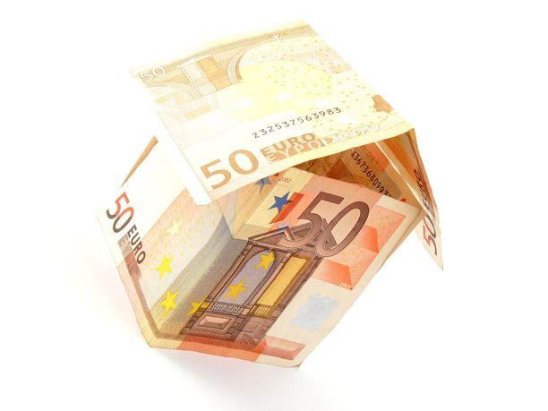 Asumiskulut vievät tyypillisesti noin 40 prosenttia nettoansioista. Jos korona kiristää taloutta asuntolainan lyhennysvapaa on merkittävä helpotus.