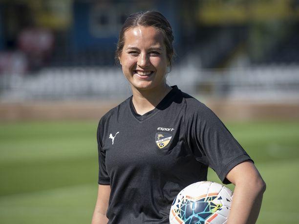 Katarina Naumanen kuuluu FC Hongan avainpelaajiin.
