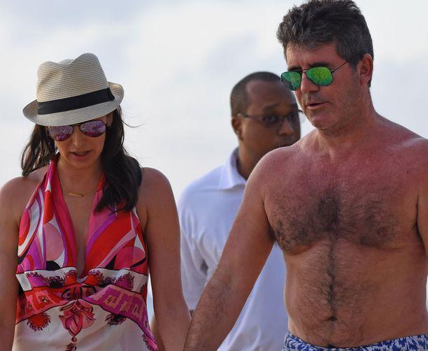 Barbadoksen aurinko teki tepposet Simon Cowellille.