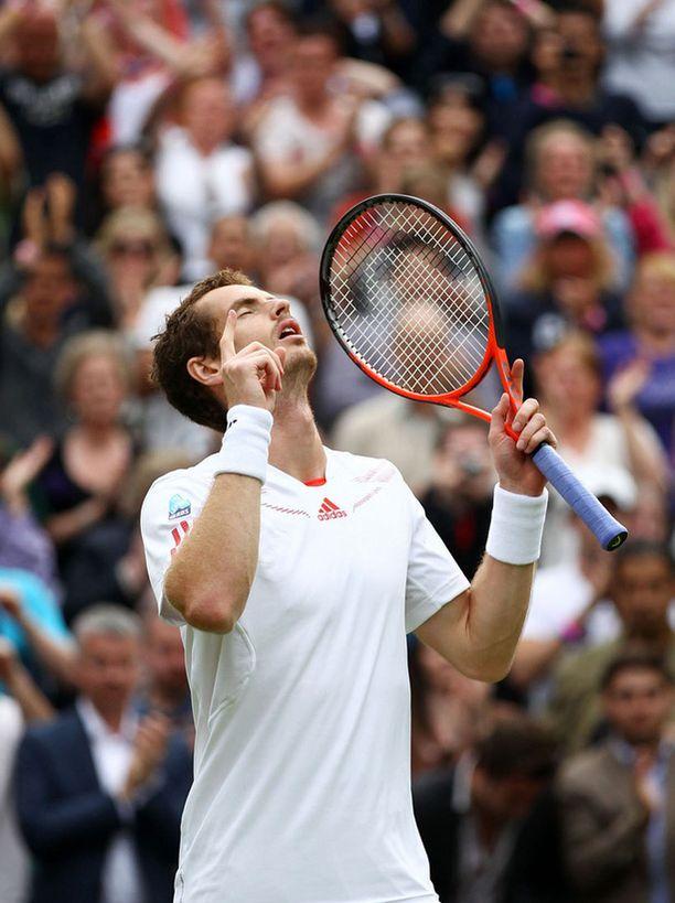 Andy Murray kesti paineet ja eteni finaaliin.