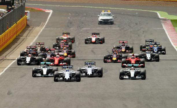 F1-tallien yhteenlaskettu vuosibudjetti on tänä vuonna käsittämättömät 2,598 miljardia euroa.