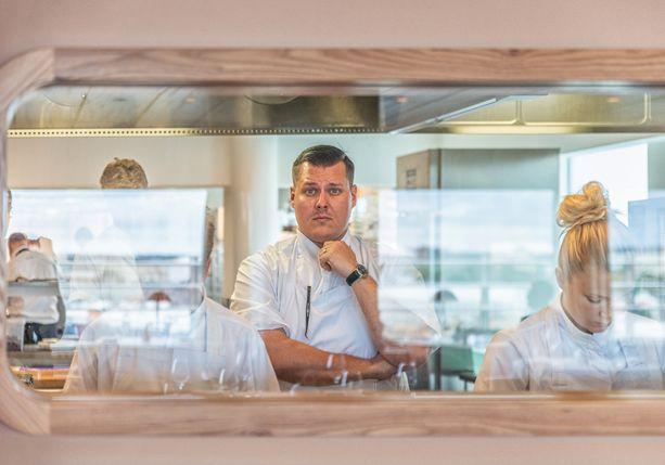 Eero Vottonen johtaa ravintola Palacen keittiötä.