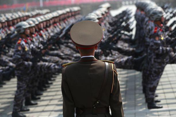 Pohjois-Korea järjesti suuren sotilasparaatin Pjongjangissa viikko sitten.
