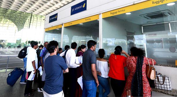 Srilankalainen oli yrittänyt päästä Mumbain lentokentältä Eurooppaan suomalaisen naisen väärennetyllä passilla. Kuvituskuva.