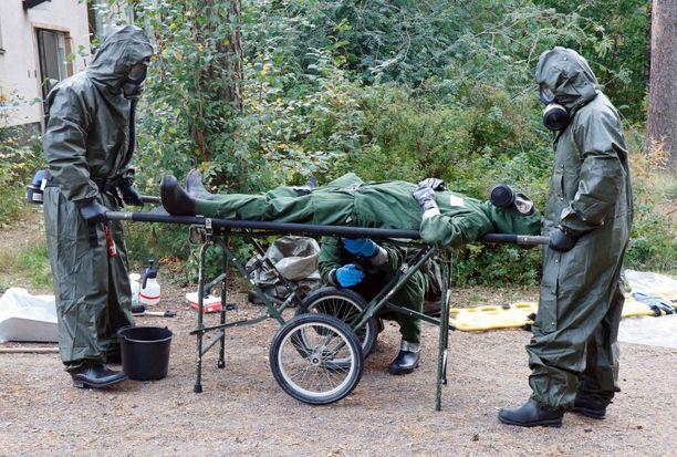 Suojelun erikoisjoukot harjoittelevat muun muassa erilaisia puhdistustehtäviä.