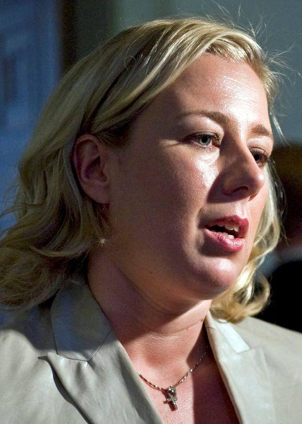 Jutta Urpilainen ajoi euroministerien tuloksettomassa kokouksessa Suomelle vakuuksia. Päätöksillä on kiire.