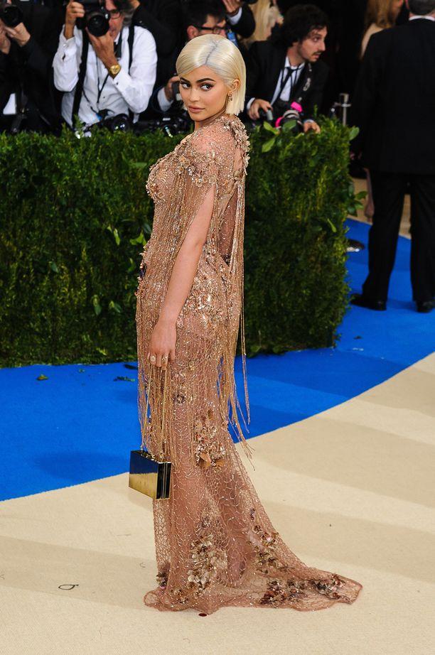 Kylie Jenner gaala-asussaan toukokuussa.