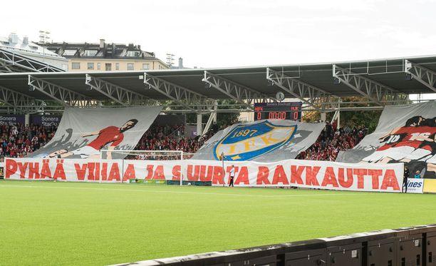HIFK-päädyn tifossa oli monia elementtejä.