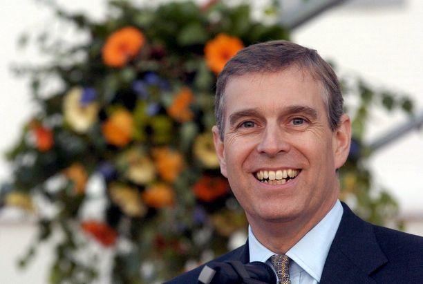 Prinssi Andrew kuuluu kuningatar Elisabetin perheen aktiivisiin jäseniin.